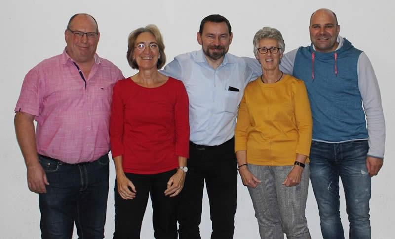 Bilduntertitel: SFA-Vorstand; einstimmig haben die Mitglieder der Sportfreunde Aegidienberg auf der diesjährigen Mitgliederversammlung ihren fünfköpfigen Vorstand bestätigt. Von links: Norbert Hoss (Finanzen), Dr. Doris Bell (Geschäftsführung & Presse), Mirko Lorenz (1. Vorsitzender), Christiane Buchholz (2. Vorsitzde), Jens Dunker (Organisation).
